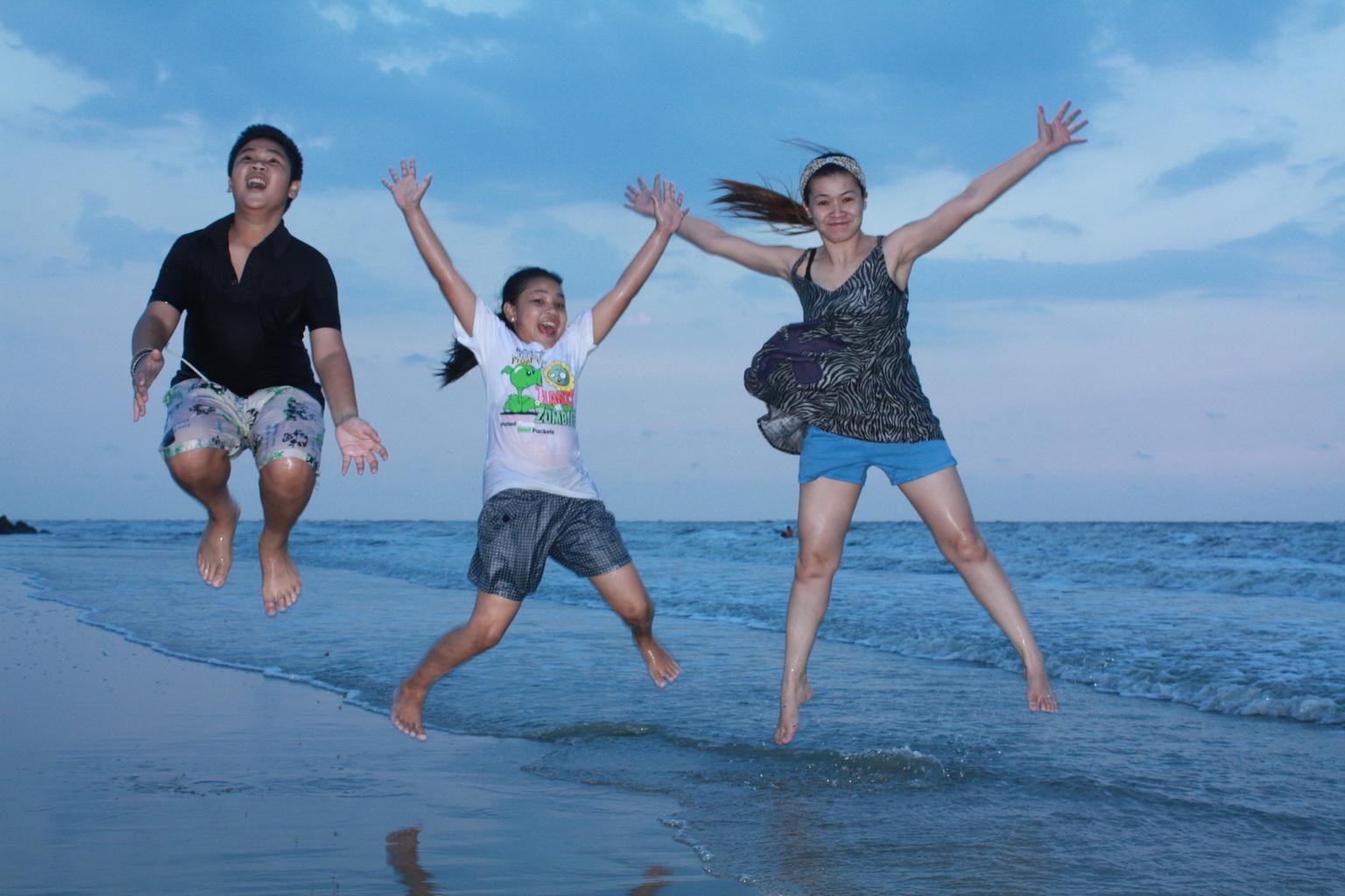 ณ. หาดเจ้าสำราญ จังหวัดเพชรบุรี